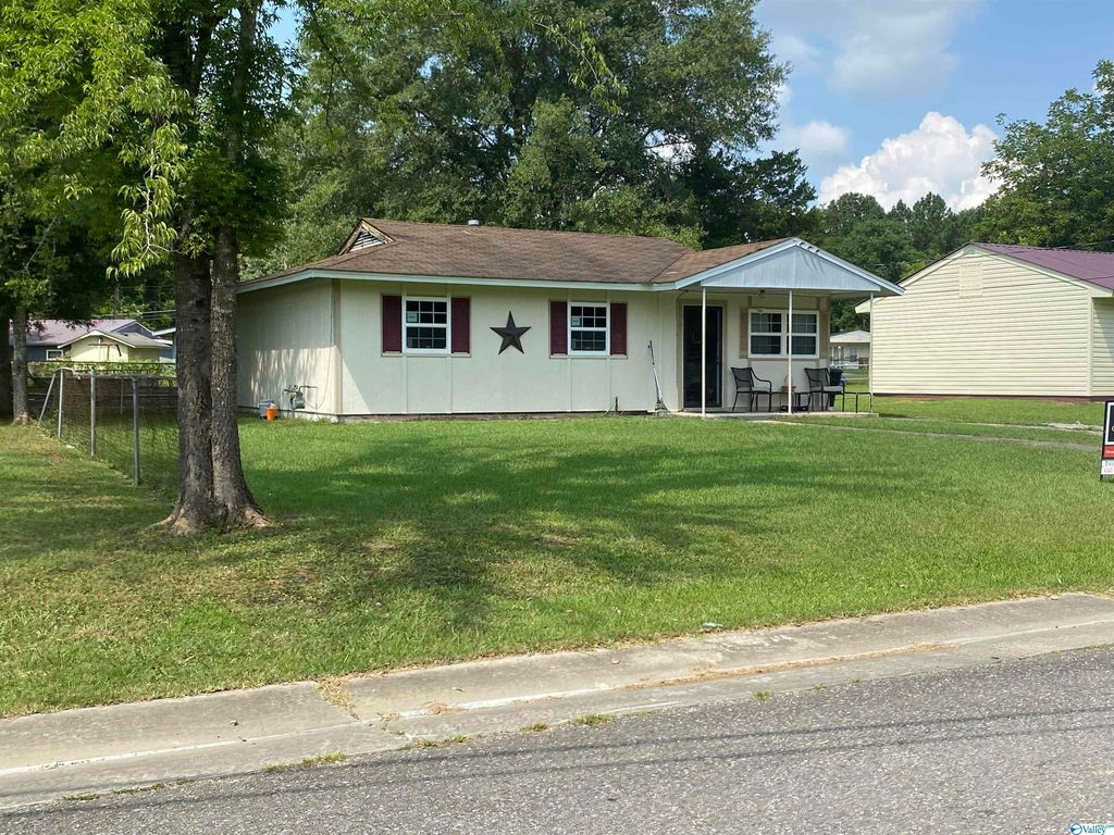 205 Springdale Rd, Gadsden, AL 35901