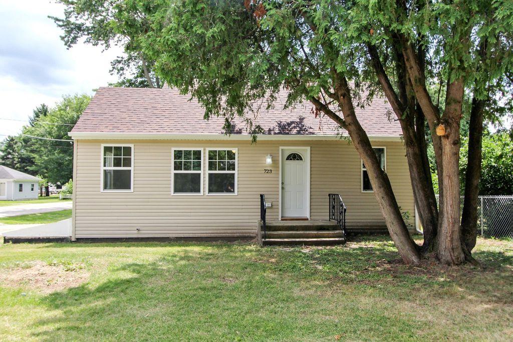 723 Southside Ave, Mchenry, IL 60051