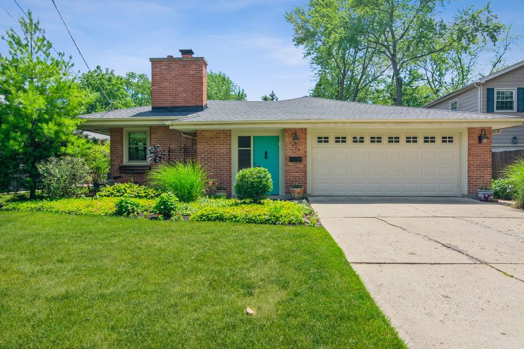 1439 Greenwood Ave, Deerfield, IL 60015