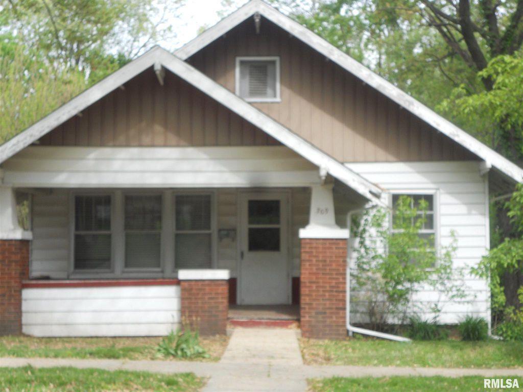 709 S Randolph St, Macomb, IL 61455