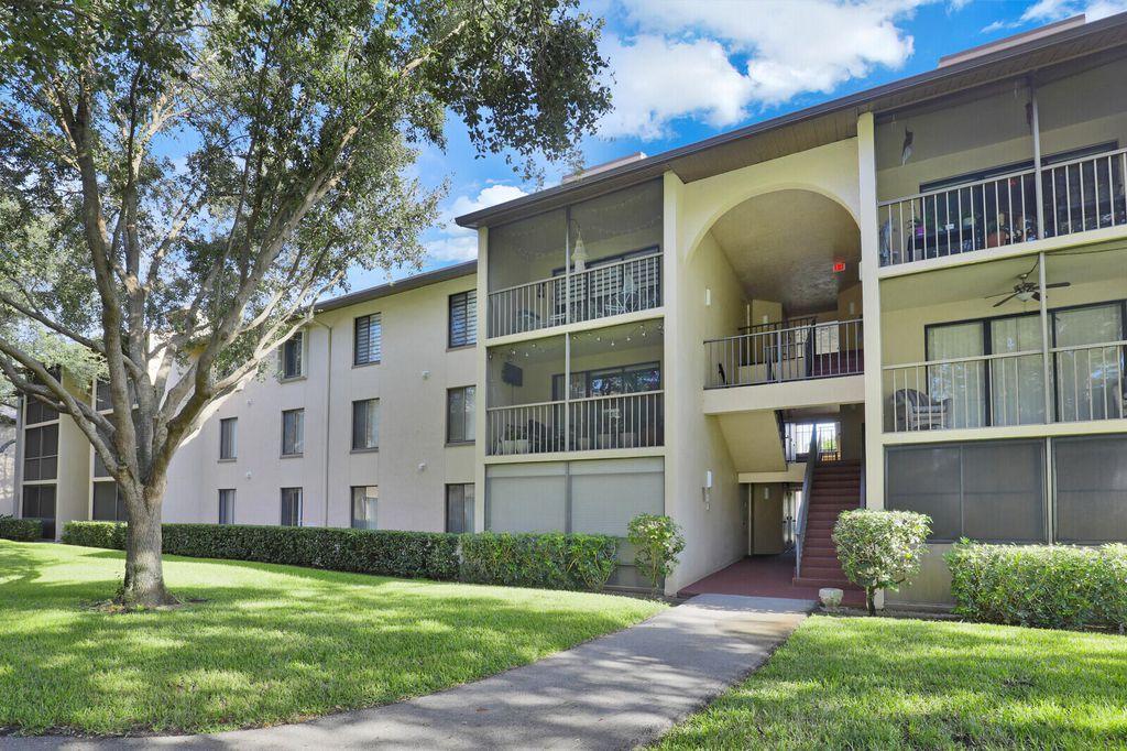 207 Foxtail Dr #C1, West Palm Beach, FL 33415