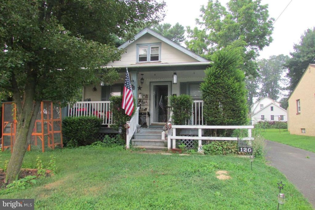 120 W Lehman Ave, Hatboro, PA 19040