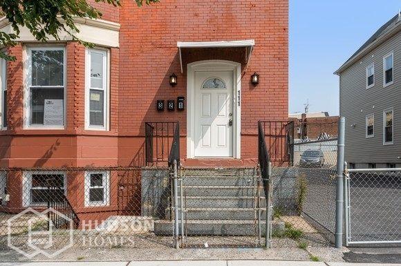 111 Park Ave #1, Newark, NJ 07104