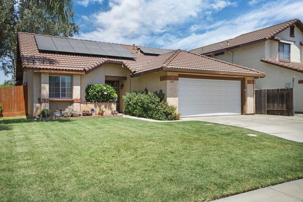 2207 Livingston Ln, Stockton, CA 95210