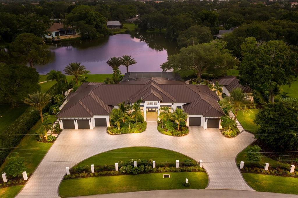 3260 E Forest Lake Dr, Sarasota, FL 34232