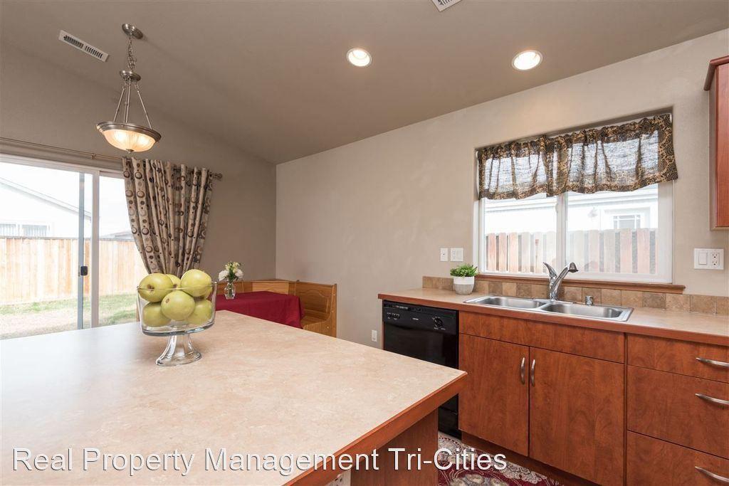 466 Cliffrose Pl, Richland, WA 99352
