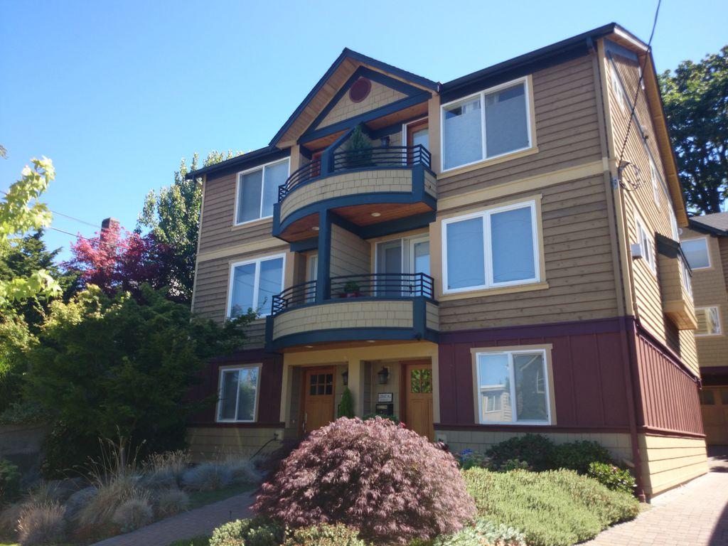 2112 Nob Hill Ave N, Seattle, WA 98109