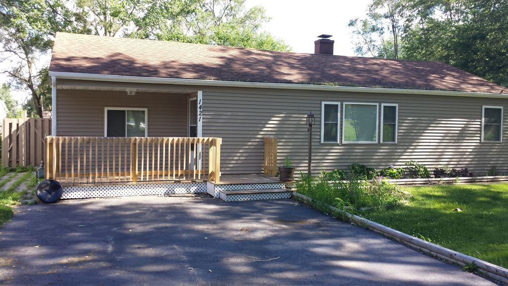 1421 Bayview Ln, Johnsburg, IL 60051