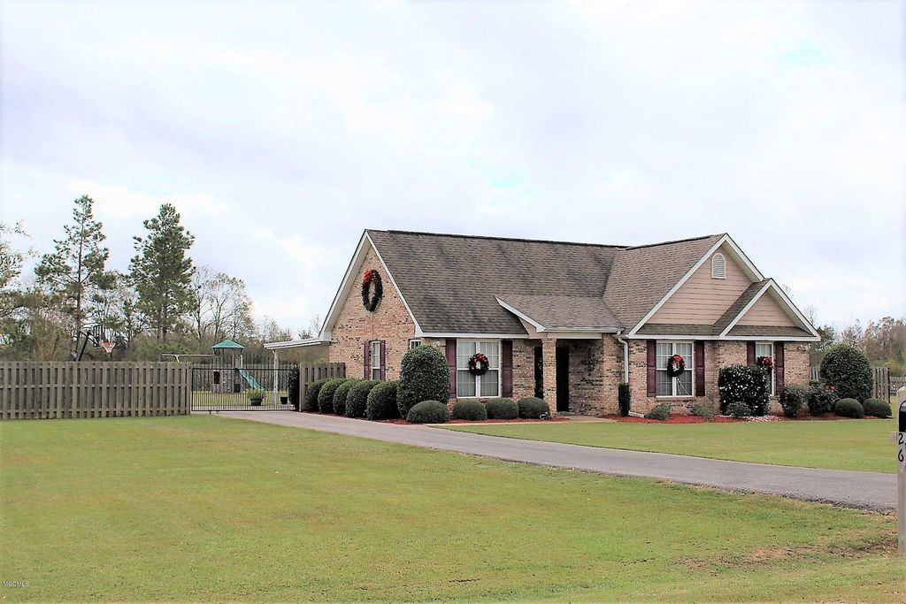 126 Pete Pitts Ln, Lucedale, MS 39452