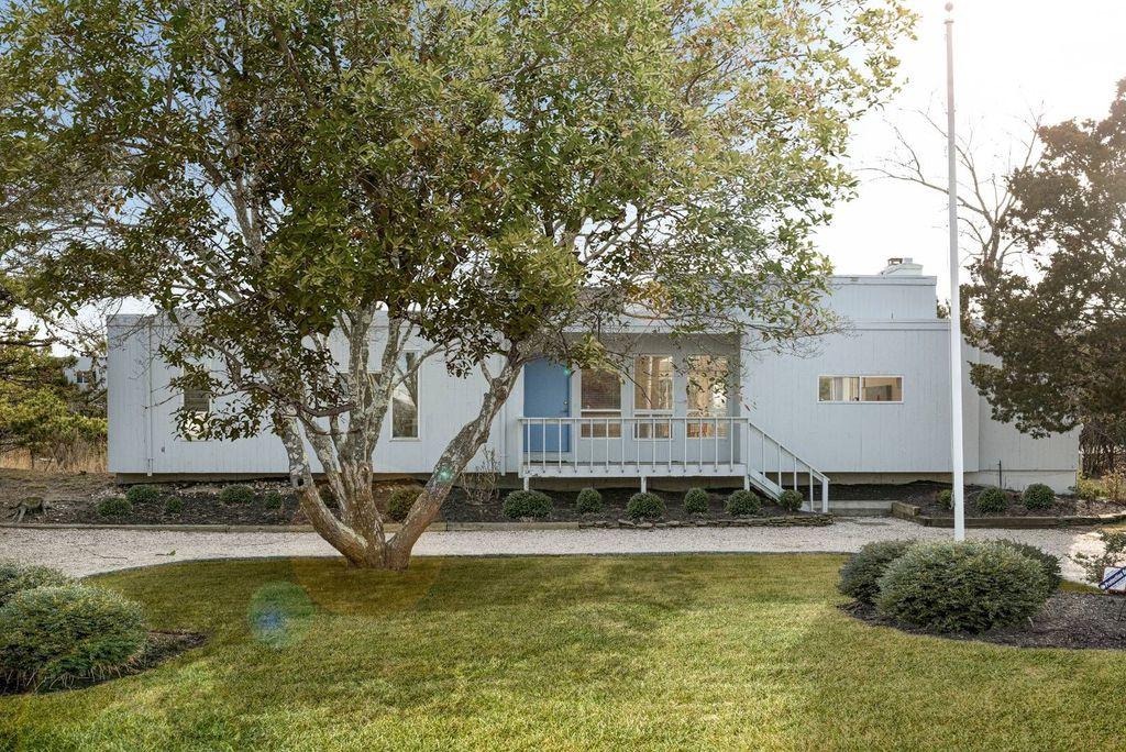 3 Meadow Way, Westhampton Beach, NY 11978