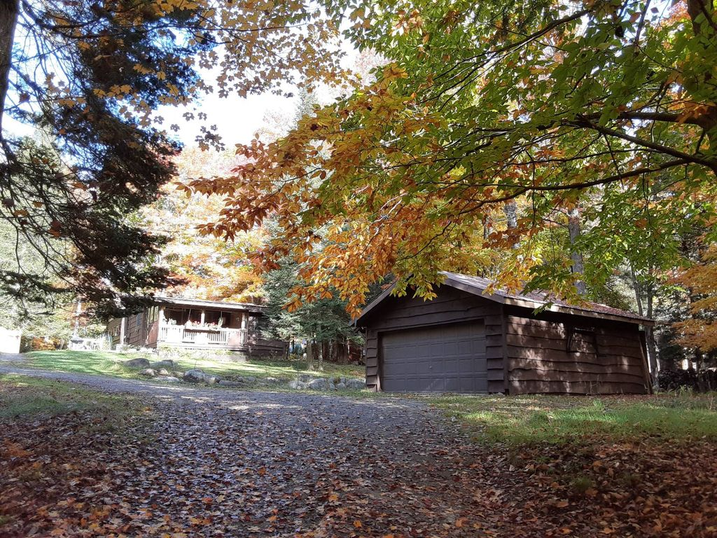 163 Old Indian Trl, Old Forge, NY 13420