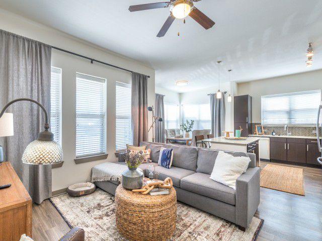 250 W Arbrook Blvd, Arlington, TX 76014