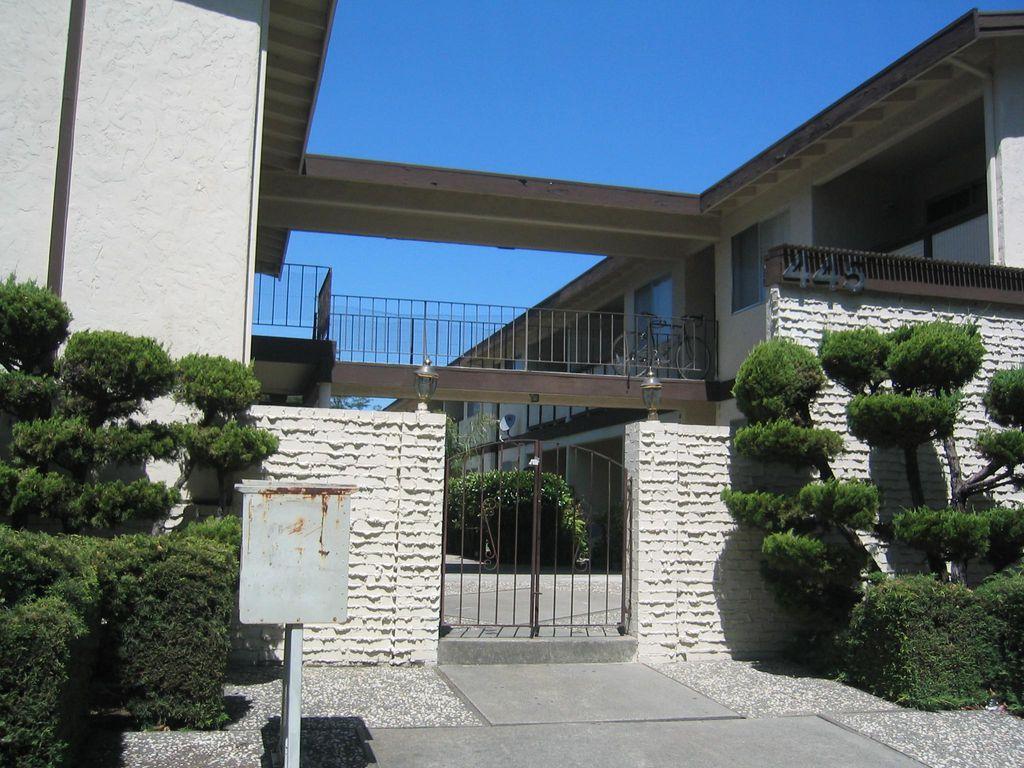 445 Acalanes Dr, Sunnyvale, CA 94086