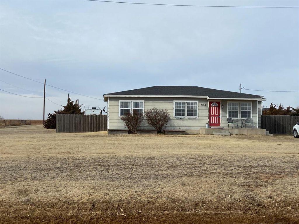 704 S Westridge Rd, Plainview, TX 79072