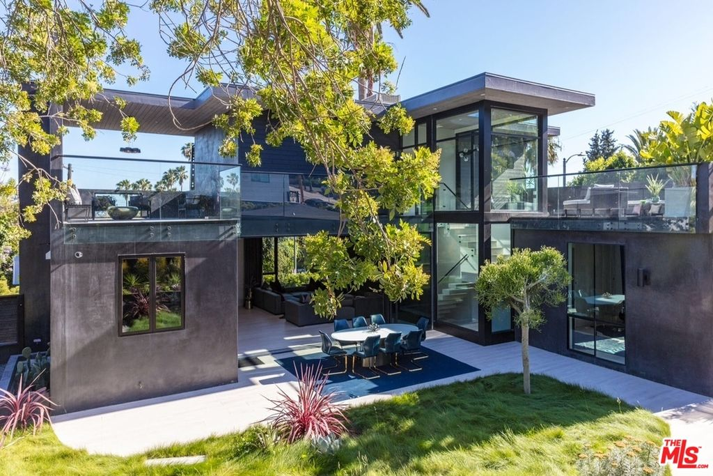 7431 Franklin Ave, Los Angeles, CA 90046