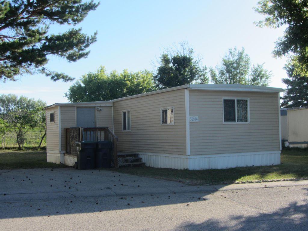 3204 Twin City Dr, Mandan, ND 58554