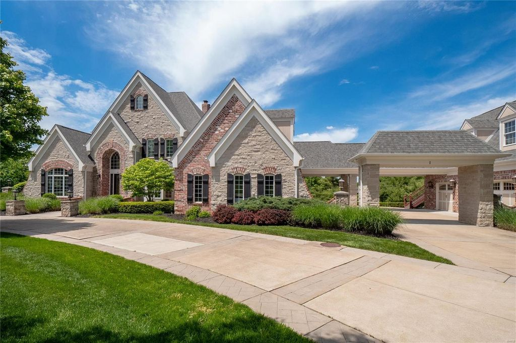 1 Pacland Estates Dr, Chesterfield, MO 63005