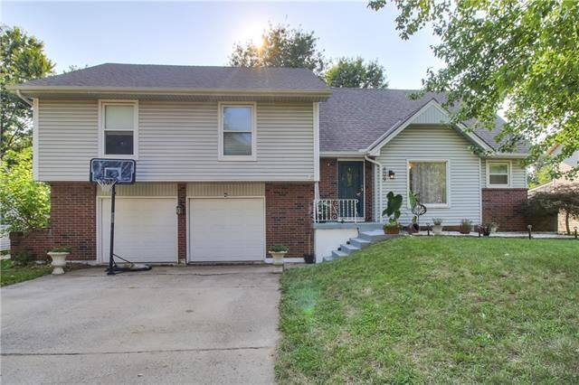 809 NW Delwood Dr, Blue Springs, MO 64015