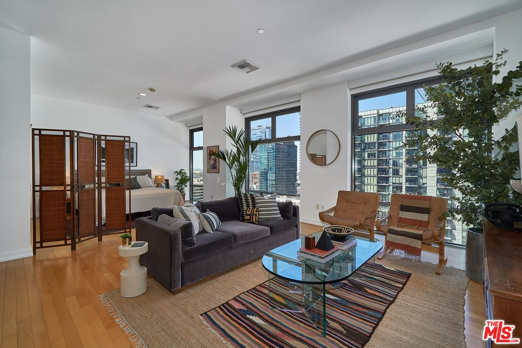 801 S Grand Ave #1303, Los Angeles, CA 90017