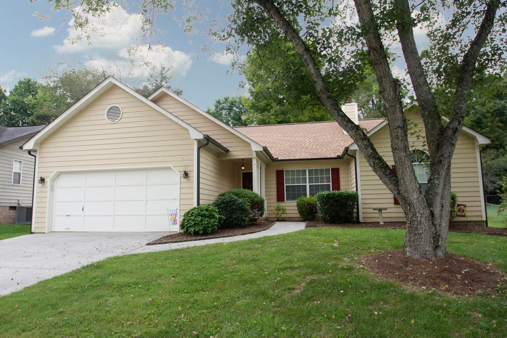 9707 Seattle Slew Ln, Knoxville, TN 37931