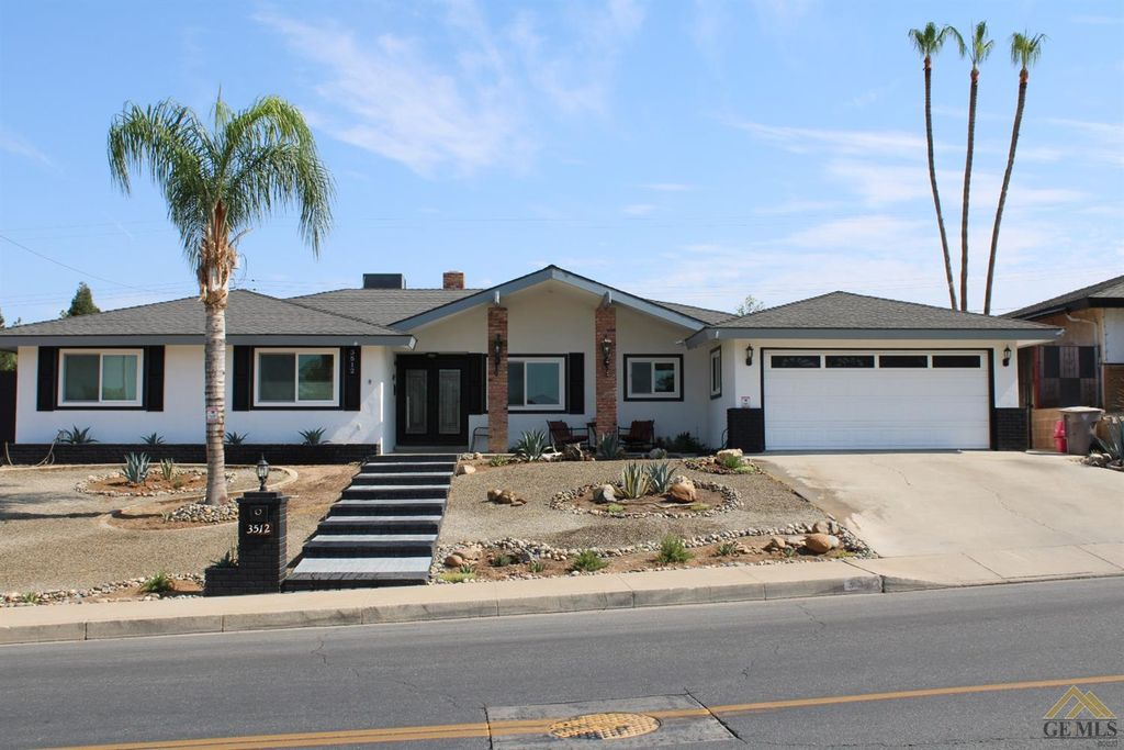 3512 Christmas Tree Ln, Bakersfield, CA 93306