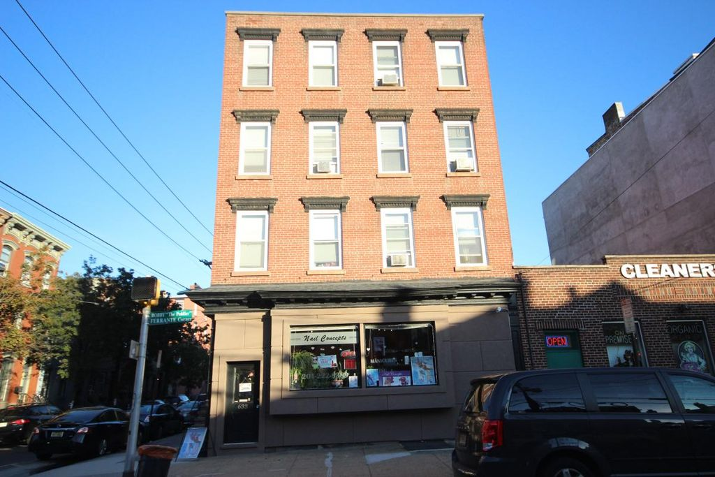 265 7th St #3, Hoboken, NJ 07030