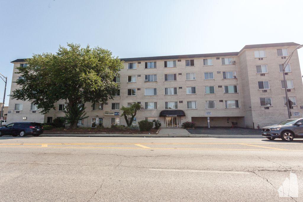 1227 S Harlem Ave #510, Berwyn, IL 60402