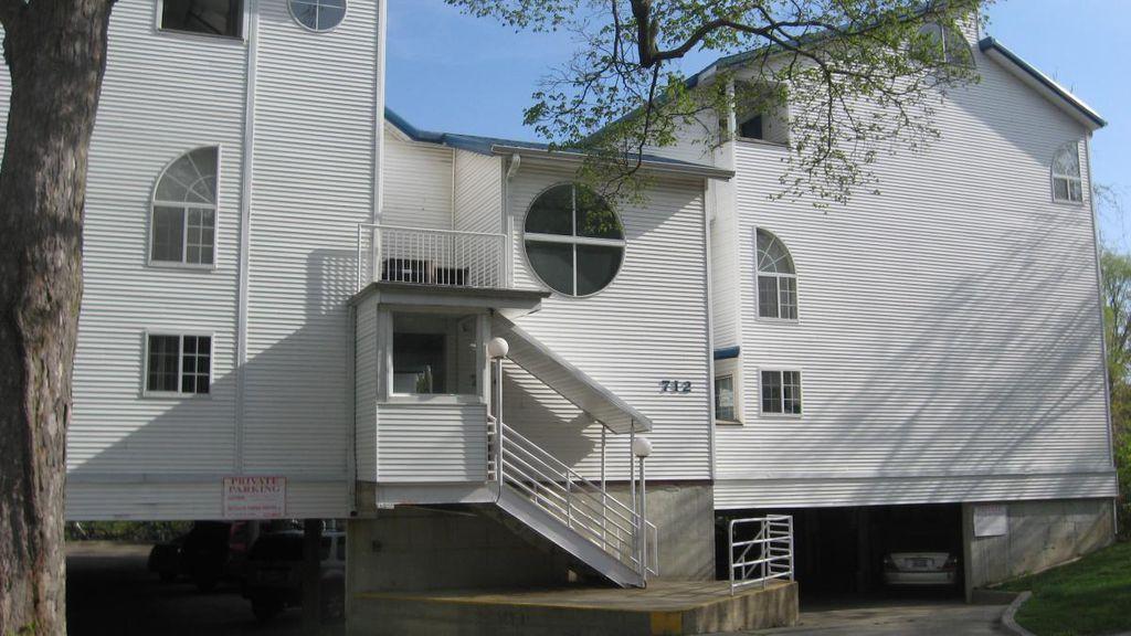 712 W Elm St, Urbana, IL 61801