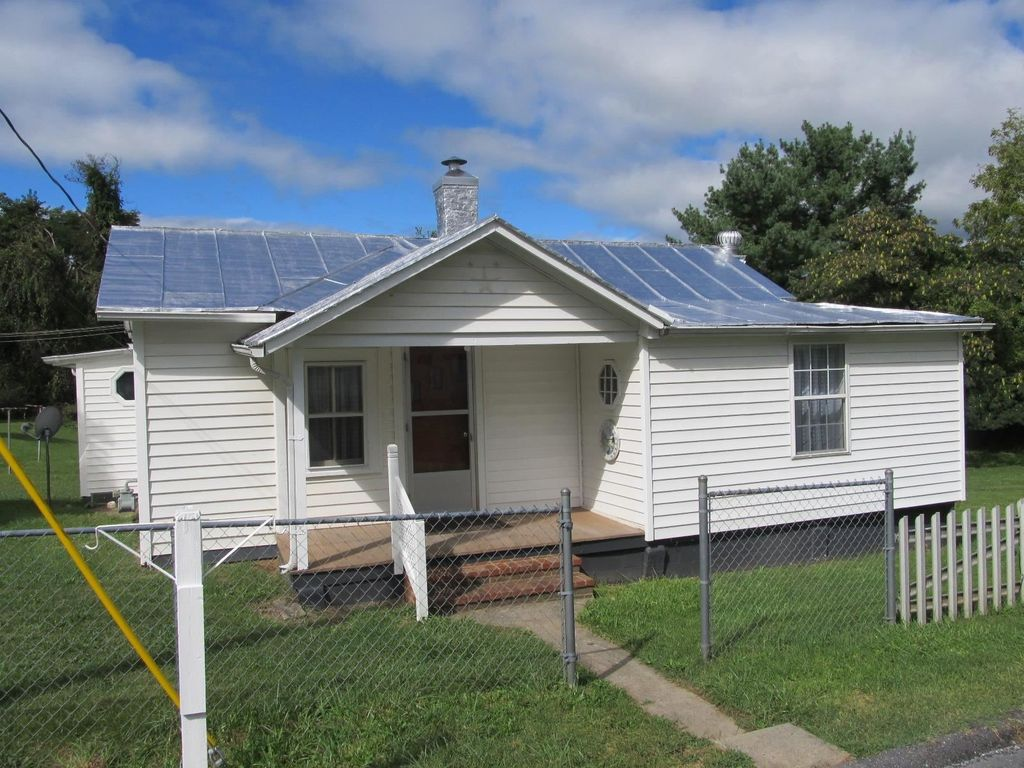 904 Morris St, Staunton, VA 24401