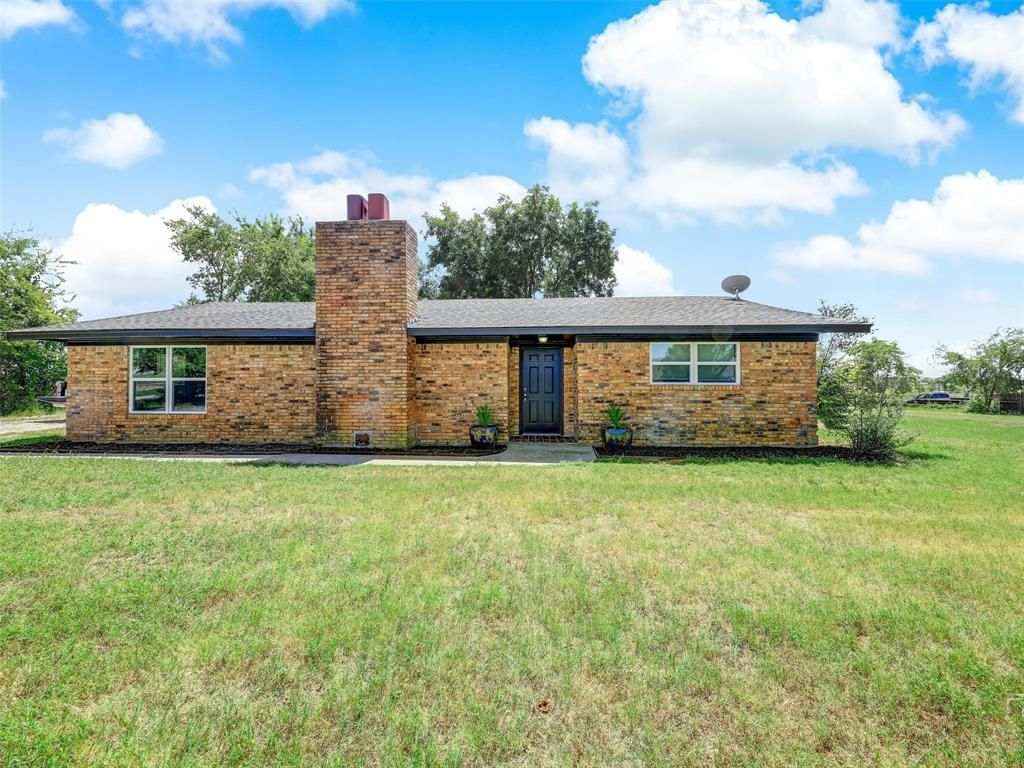 152 Phillips St, Gainesville, TX 76240
