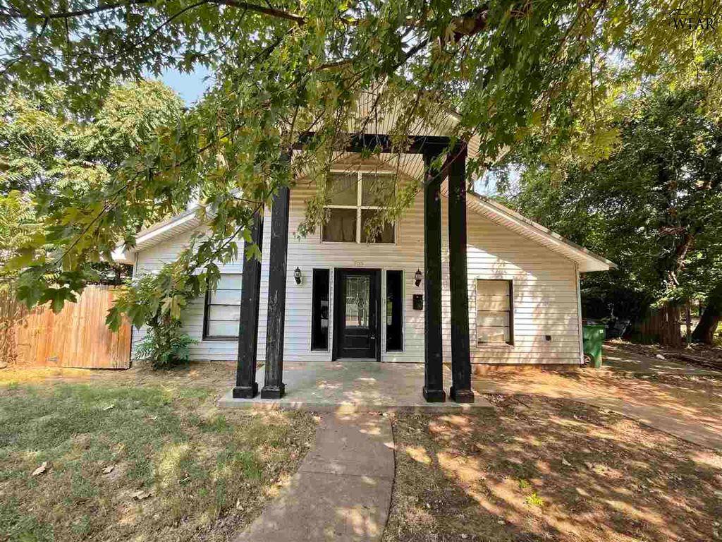 703 Magnolia St, Burkburnett, TX 76354