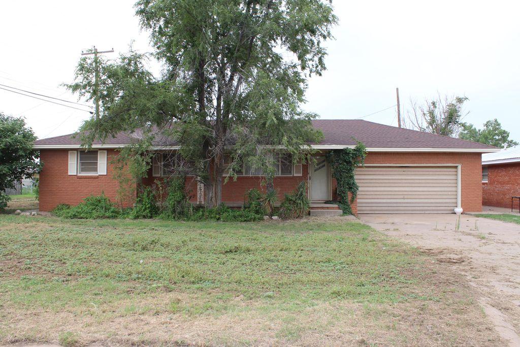 502 NW 7th St, Tulia, TX 79088