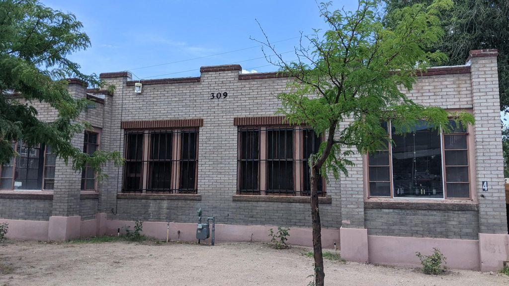 309 Edith Blvd NE #6, Albuquerque, NM 87102