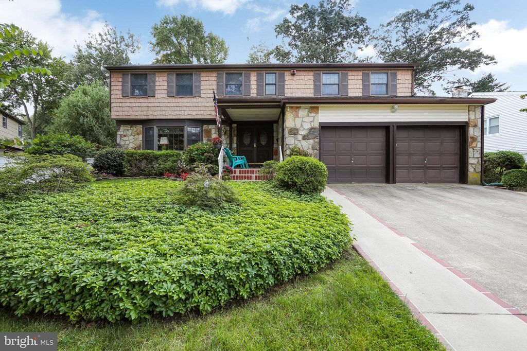 43 Forest Hill Dr, Cherry Hill, NJ 08003