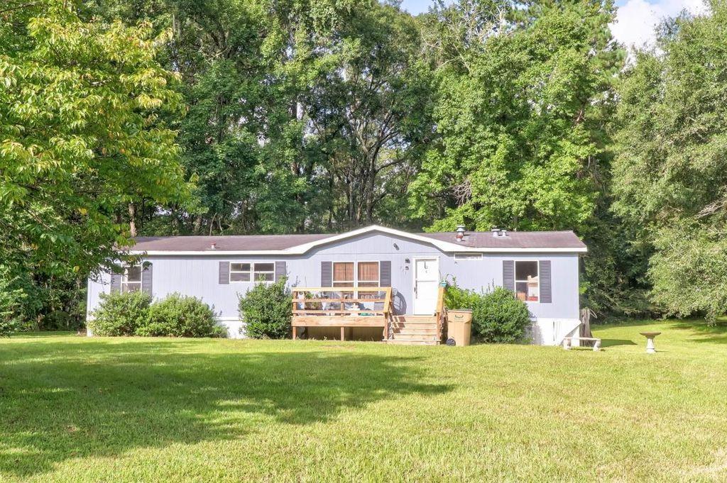 271 Hickory Cir, Springfield, GA 31329