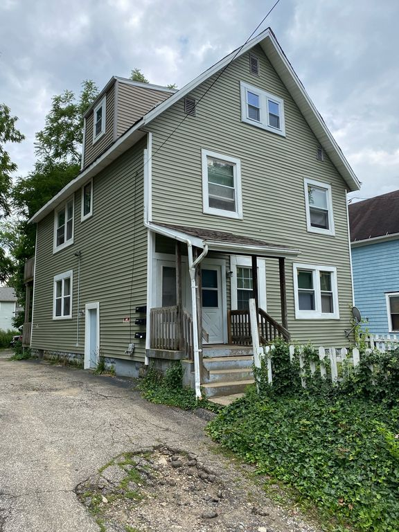 669 Moon St, Akron, OH 44307