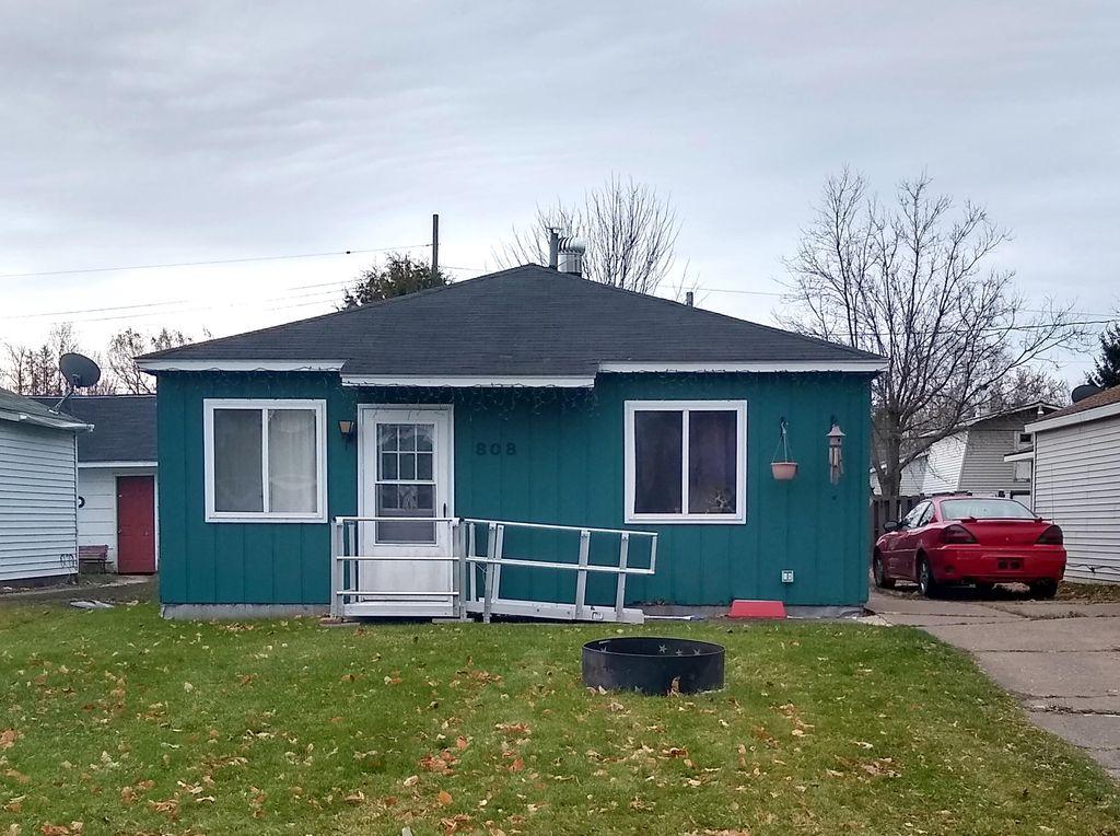 808 E 8th Ave, Sault Sainte Marie, MI 49783