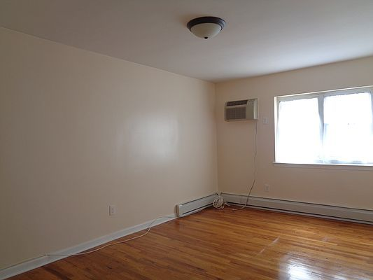 224-19 Braddock Ave #2F, Queens Village, NY 11428