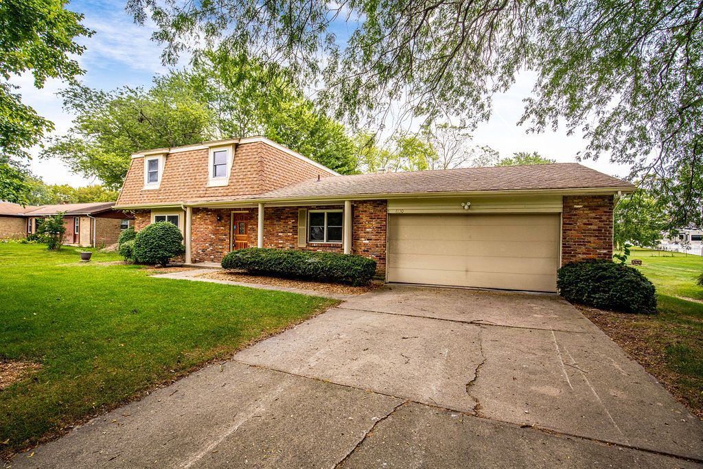 8130 Shade Tree Dr, West Chester, OH 45069