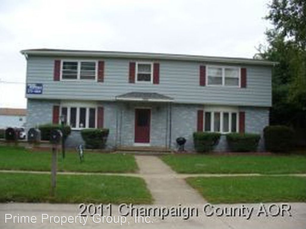 705 Hollycrest Dr, Champaign, IL 61821