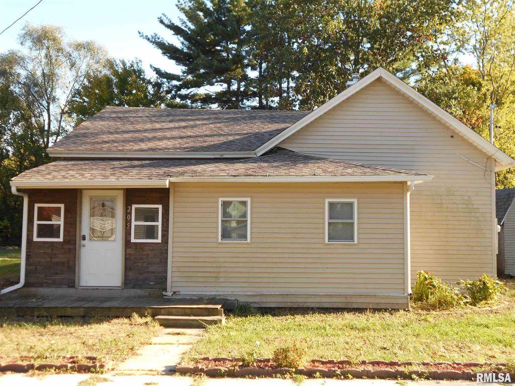 205 W South St, Colchester, IL 62326