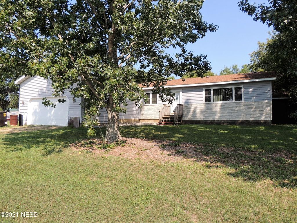 102 Thorson Ave, Watertown, SD 57235