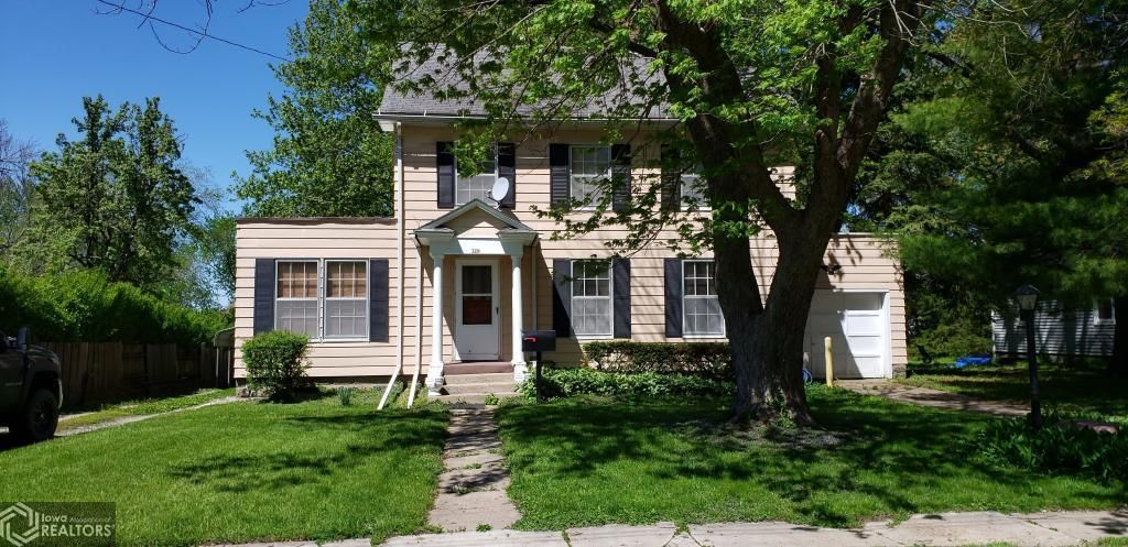 720 N 11th St, Centerville, IA 52544