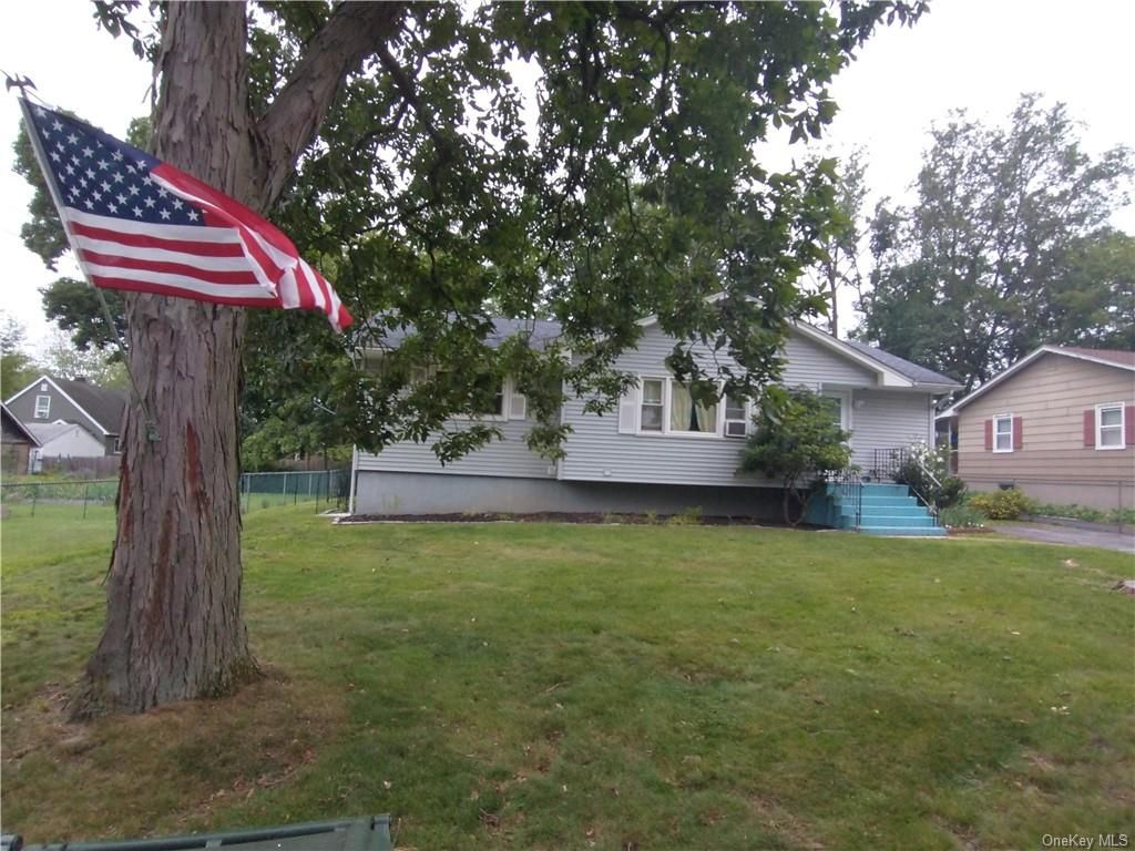 224 Commonwealth Ave, Middletown, NY 10940