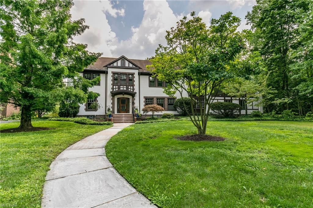 2517 Guilford Rd, Cleveland, OH 44118
