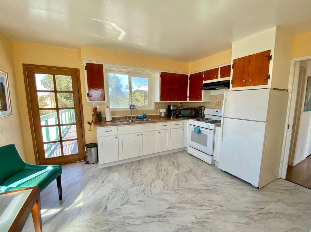 27122 Grandview Ave, Hayward, CA 94542