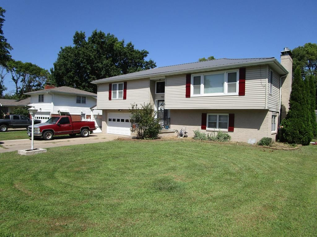 705 Meadow Ln, Kirksville, MO 63501
