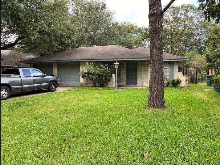 7226 Log View Dr, Houston, TX 77040