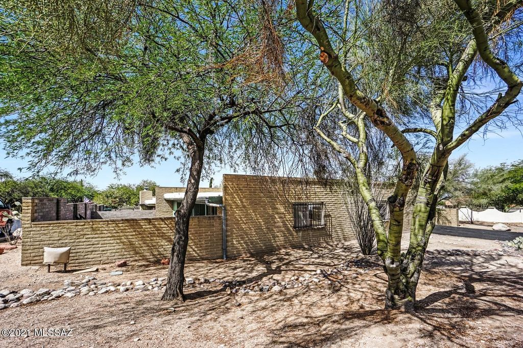 8373 N Mesquite Shadows Dr, Oro Valley, AZ 85704