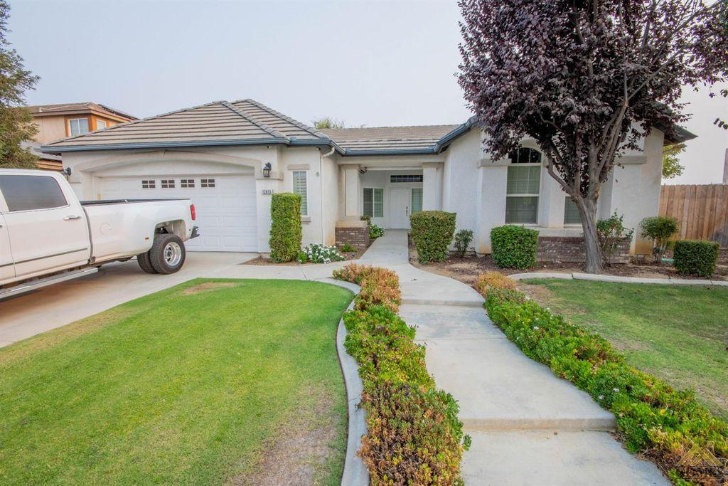 12815 Knights Bridge Pl, Bakersfield, CA 93312